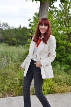 Flared Jeans, White Blazer Look ~ Mi Vida en Rojo