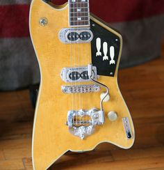 The retro roots-rocker shows how he gets yesteryear tones with new beauties from Fender, TK Smith, and Texotica. Vintage Electric Guitars, Cool Electric Guitars, Vintage Guitars, Electric Guitar Lessons, Guitar Chords, Guitar Room, Bass Amps, Cigar Box Guitar, Guitar Design