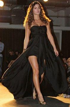 Malena Costa con un vestido de fiesta de la colección para esta primavera de Andrea Morros