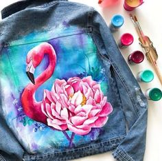 Acrylic paint on denim jacket painting with acrylic paints. Acrylic paint on denim jacket painting with acrylics painting Acrylic paint on denim jacket portray acrylic paints… Painted Denim Jacket, Painted Jeans, Painted Clothes, Diy Clothing, Custom Clothes, Denim Kunst, Neon Jeans, T Shirt Painting, Painting On Denim