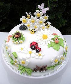"The inspiration for this cute garden bug cake was the sales display in Debenhams for Marc Jacobs ""Daisy"" perfume (Cake Decorating) Fondant Cakes, Cupcake Cakes, Fondant Rose, Cupcake Toppers, Bolo Laura, Party Food Catering, Decors Pate A Sucre, Super Torte, Bug Cake"
