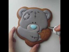 Super cake fondant tutorial teddy bears ideas Fondant Teddy Bear, Teddy Bear Cookies, Teddy Bears, Elephant Baby Shower Cake, Elephant Cakes, Baby Shower Sweets, Baby Shower Cookies, Fondant Cupcakes, Fun Cupcakes
