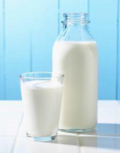 Pano embebido em leite ou cerveja. Para combater lesmas e caramujos, use um pano limpo embebido em leite ou cerveja (50 ml de leite ou cerveja para 950 ml de água). O pano deve ser deixado no final do dia junto ao local de ocorrência desses moluscos gastrópodes. Coloque-o embaixo de uma telha ou lata, criando um ambiente fresco e úmido. Repita o procedimento até que a praga seja reduzida.  Fonte: Sebastião Wilson Tivelli.