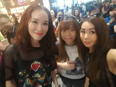 """'Wefie w.  Fann Wong! '���� Coincidentally my friend saw her Idol at Hardy Hardy shop,  having their private Event. Luckily we managed to have a chance to speak to her and ended with a nice Wefie! ' Thank you Fann Wong,  it was great to speak&see you in real! """"  #fannwong #celebrity #actress #quality #singer #model #famous #beautifull #mediacorp #singapore http://tipsrazzi.com/ipost/1508649593590880011/?code=BTvzM_shZcL"""