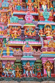 Sculptures on Hindu temple gopura (tower). Menakshi Temple, Madurai, Tamil Nadu, India amazing detail and painted regularly! Indian Temple Architecture, Art And Architecture, Ancient Architecture, Madurai, Temple Indien, Jaipur, Religion, Hindu Temple, South India