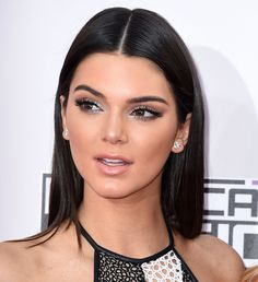 Pin for Later: Zoom In on All the Stellar Hair and Makeup Looks From the AMAs Kendall Jenner Middle Part Hairstyles, Pretty Hairstyles, Beauty Makeup, Hair Makeup, Hair Beauty, Eye Makeup, Beauty Style, Dress Makeup, Beauty Tips