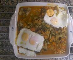 Feijoada de soja com legumes e ovos escalfados
