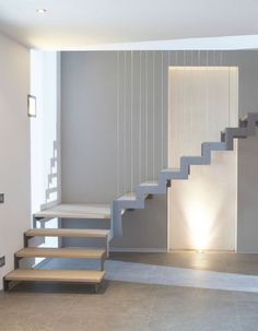 Quarter-turn staircase / metal frame / wooden steps / lateral stringer STM 01 RIZZI Source by Staircase Metal, Stair Railing, Staircase Design, Escalier Design, Wooden Steps, Interior Stairs, House Stairs, Sweet Home, New Homes