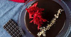 Τούρτα σοκολάτας με επικάλυψη πραλίνας φουντουκιού Sweet Treats, Desserts, Recipes, Food, Cakes, Tailgate Desserts, Deserts, Sweets, Mudpie