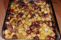 Deutsche Hackbällchen auf italienischen Ofenkartoffeln und Tomaten (Rezept mit Bild) | Chefkoch.de