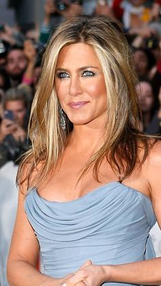 Blond, balayage, Jennifer Anniston, blue eyes, highlights