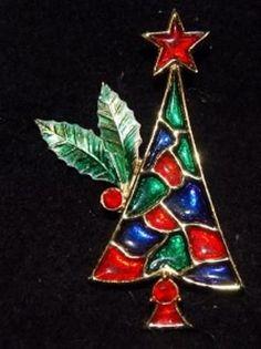 BJ Stained Glass Christmas Tree Pin #StainedGlassChristmas Stained Glass Christmas, Glass Christmas Tree, Xmas Tree, Christmas Holidays, Christmas Ornaments, Diy Jewelry, Vintage Jewelry, Jewelry Christmas Tree, Vintage Holiday