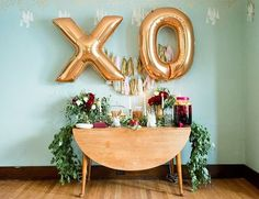Love those big gold balloons for a special occasion!