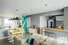 Apartamento cinza e amarelo