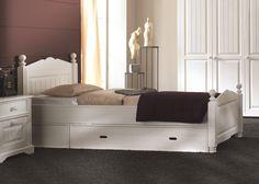 Unterm Bett lässt sich auch einiges verstauen - so sparen Sie Platz
