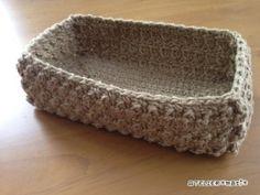 玉編みのスクエアかご