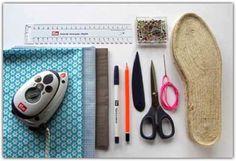 Die bebilderte Anleitung zur Herstellung von selbst genähten Espadrilles wird hier Schritt für Schritt zur Ausarbeitung mit der Nähmaschine beschrieben. Espadrilles lassen sich aber auch einfach von Hand nähen. Siehe Tipp am Ende der Anleitung. Die Arbeitsschritte ab Punkt 5 … weiterlesen
