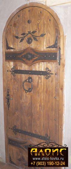 красивые двери под старину из дерева Wood Front Doors, Front Door Colors, Rustic Doors, Door Entryway, Entrance Doors, Patio Doors, Cool Doors, Unique Doors, Tudor Decor