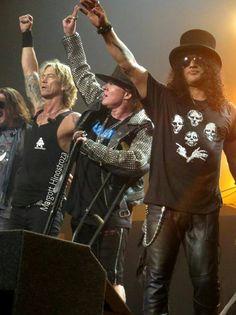 Axl Rose, Slash & Duff McKagan of Guns N' Roses, T-Mobile Arena, Las Vegas, April 2016 - Photo by Margott Hinostroza Axl Rose, Guns N Roses, Best Rock Bands, Cool Bands, Cultura Pop, Velvet Revolver, Duff Mckagan, Rock Legends, The Duff