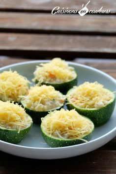 Spherical zucchini filled with smoked salmon and cream cheese Vegetable Dishes, Vegetable Recipes, Healthy Recepies, Food Wishes, Good Food, Yummy Food, Cas, Le Diner, Easy Cooking