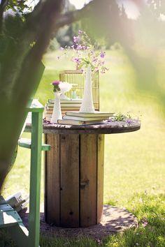 Interior Blogs, Outdoor Projects, Outdoor Decor, Wooden Spools, Summer Feeling, Garden Table, Bird Feeders, Create Yourself, Scandinavian