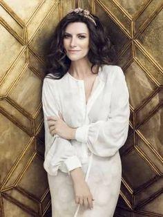 Laura Pausini, da enfant prodige a popstar internazionale - Foto 8 - iO Donna Singing Contest, Gossip News, Pop Singers, Record Producer, Dsquared2, Actresses, Blazer, Instagram Posts, Beauty