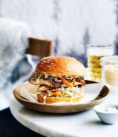 Australian Gourmet Traveller recipe for dirty bird (chicken burger) from Reuben Hills, Sydney. Gourmet Burgers, Burger Recipes, Burger Toppings, Hamburgers Gastronomiques, Food Porn, Wrap Sandwiches, Pulled Pork, Quick Easy Meals, Love Food