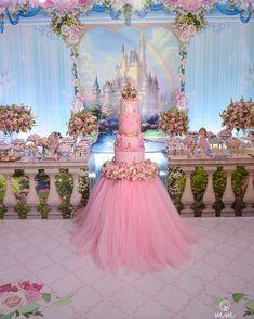 A imagem pode conter: área interna Aladdin Birthday Party, 1st Birthday Princess, Girl Birthday Themes, Ballerina Birthday, Princess Party, Baby Birthday, Birthday Decorations, Birthday Parties, Festa Mickey Baby