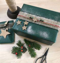 Weihnachtsgeschenke verpacken mit grünem Papier!