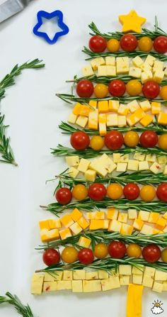 A Christmas Tree cheese plate? BRILLIANT.