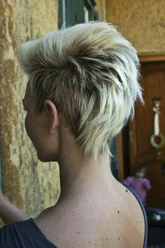 We can always see some black women wearing the cool Mohawk hairstyles on streets. It is really interesting when the layered hair strands meet the razor cut. A medium Mohawk hairstyle is shaped with. 2015 Hairstyles, Pixie Hairstyles, Pretty Hairstyles, Short Haircuts, Mohawk Hairstyles For Women, Short Funky Hairstyles, Hairstyle Ideas, Fashion Hairstyles, Layered Haircuts