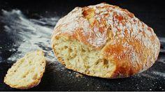 Tento recept na domácí chléb téměř bez práce už pár let koluje českým internetem. Pro nás ho otestovala bloggerka Tereza z Foodlover.cz. Vyzkoušejte ho s ní, a pak už si jen vychutnávejte božský krajíc a nádherně provoněný dům :)