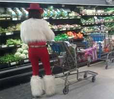Here is awesome photo collection of funny people that grace us with their presence at Wal-Mart. Don't miss funny people of Walmart. lol - Page 20 of 30 Funny Walmart Pictures, Funny People Pictures, Funny Photos, Funny Images, Bing Images, Funny Walmart People, Walmart Shoppers, Walmart Humor, Entertainment
