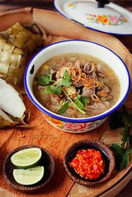 Coto Makassar - Indonesian beef and beef offal soup Breakfast Sausage Links, Best Breakfast Recipes, Eat Breakfast, Slow Cooker Recipes, Cooking Recipes, Indonesian Cuisine, Malaysian Food, Healthy Soup Recipes, Slow Cooker Chicken