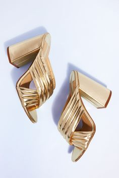 Hey, twinkle toes! Dial up the glam on any outfit by sliding into these glitzy gold Dorothy Perkins heels. Mules are the shoe shape of the season and the metallic sheen scores extra fashion points. Wear with wide-legs (or bare legs) for your next fancy occasion and let your shoes do the talking/dancing.