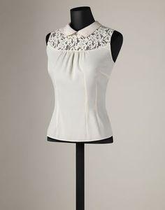 blusa sin manga con aplicaciones de blonda