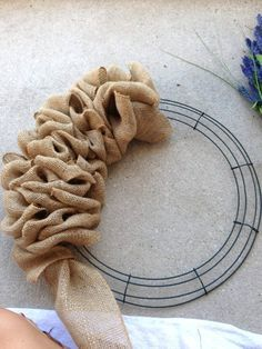 Burlap Projects, Burlap Crafts, Wreath Crafts, Diy Wreath, Diy Projects To Try, Wreath Ideas, Wreath Making, Wreath Burlap, Door Wreaths