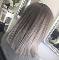Silver Grey Hair – Biggest Hair Trends – 10 coupes de cheveux, coloration… - Top Of The World Grey Balayage, Short Balayage, Balayage Highlights, Ash Blonde Balayage Silver, Color Highlights, Ash Blonde Hair Balayage, Balayage Straight, Blonde Balayage Mid Length, Mid Length Blonde Hair