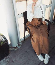 Abaya Fashion, Muslim Fashion, Skirt Fashion, Fashion Outfits, Hijab Wear, Casual Hijab Outfit, Casual Outfits, Hijab Style, Hijab Chic