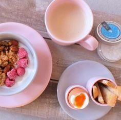 Breakfast at Kate´s  #andalucia #tableware #pink #grey #breakfast #foodlover #