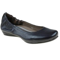 A staple in every color, the womens Earthies Tolo ballerina is a classic  style that will easily complete just about any outfit.