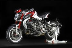 MV Agusta Brutale 800 Dragster RR (2015) - 2ri.de  Hersteller:MV Agusta Baujahr:2015 Typ (2ri.de):Naked Bike Modell-Code:k.A. Fzg.-Typ:k.A. Leistung:140 PS (103 kW) Hubraum:798 ccm Max. Speed:k.A. Aufrufe:5.180 Bike-ID:6206