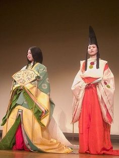 A woman dressed in  junihitoe and another dressed as a shirabyoshi dancer.