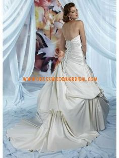 Modest Applique Ivory Satin Fashion Design Wedding Dresses b...