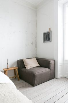 "Balancing Stuff and Space: 12 Inspiring ""Minimal Plus"" Rooms 