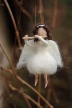 Filzen Felt Angel, Christmas - OYA Art - Nadide Ruthammer Body Jewelry - The latest Fashion Statemen Needle Felted Animals, Felt Animals, Needle Felting, Rabbit Sculpture, Soft Sculpture, Wool Dolls, Felt Dolls, Felt Mushroom, Felt Angel