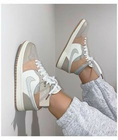 """-""""𝐄𝐔 𝐆𝐎𝐒𝐓𝐎 𝐃𝐄 𝐕𝐎𝐂𝐄"""" 𝐚𝐨𝐧𝐝𝐞 𝐬/𝐧 𝐞 𝐠𝐮𝐬𝐭𝐚𝐯𝐨 … #fanfic # Fanfic # amreading # books # wattpad Dr Shoes, Cute Nike Shoes, Swag Shoes, Cute Nikes, Cute Sneakers, Nike Air Shoes, Hype Shoes, Shoes Sneakers, Jordans Sneakers"""