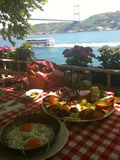 good breakfast by the sea in Istanbul ๏~✿✿✿~☼๏♥๏花✨✿写❁~⊱✿ღ~❥ SU Jun ~♥⛩☮️ Turkish Breakfast, Best Breakfast, Breakfast Recipes, Outdoor Cafe, Outdoor Dining, Dining Table, Breakfast Restaurants, Turkey Recipes, Turkey Food