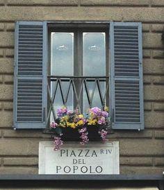 #Finestra fiorita in #Piazza del #Popolo a #Roma