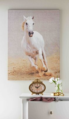 This Heart of House Henry White Horse Canvas will bring beauty and elegance to your home.